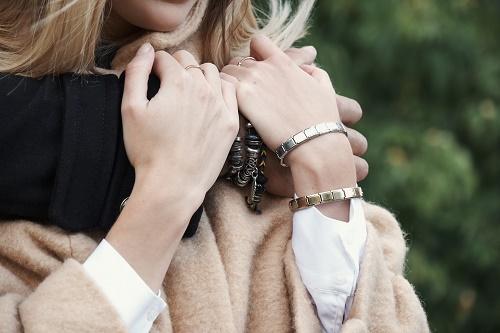 un bracelet ajustable